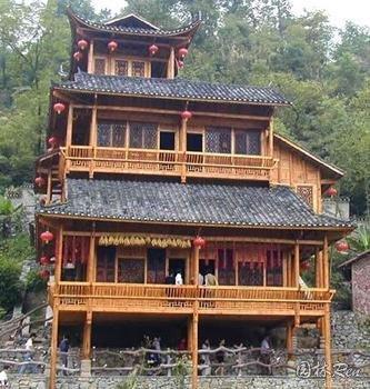 """吊脚楼,也叫""""吊楼"""",为苗族(重庆,贵州等),壮族,布依族,侗族,水族"""