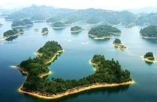 千岛湖汇水区域达10442平方公里,千岛湖水质良好,平均达到国家i类