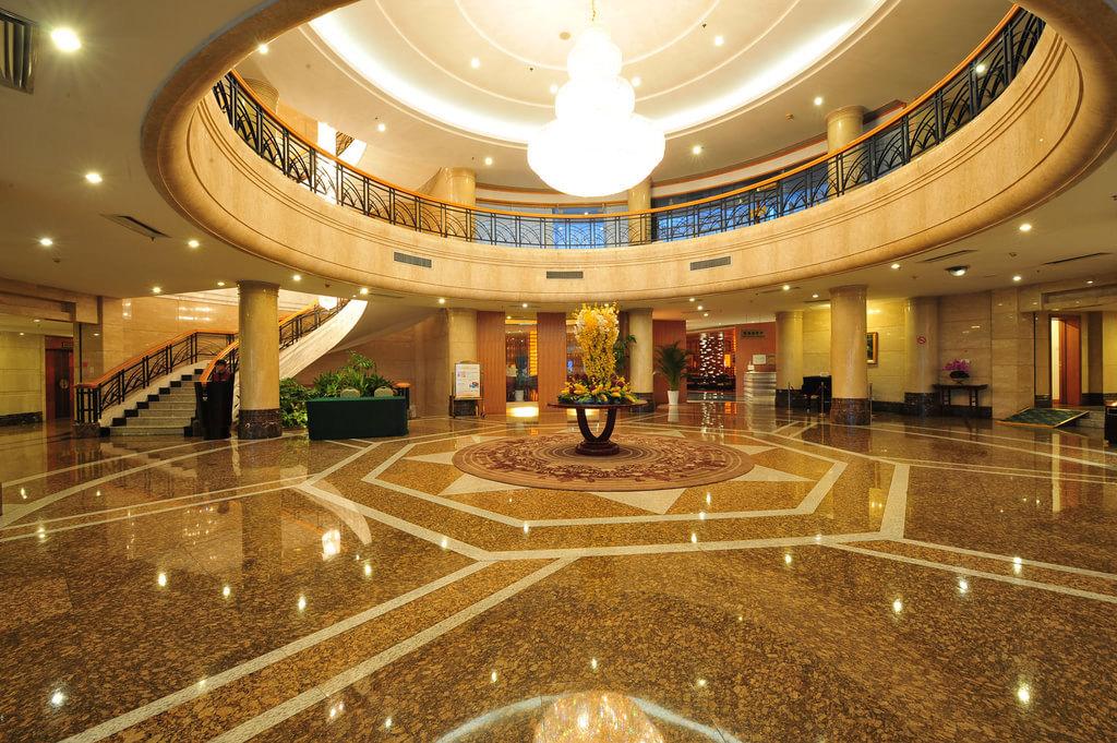 威海海景花园大酒店是由五星级的青岛海景花园酒店